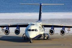 Brittisk rymd BAe-146-301ARA G-LUXE av FAAM - lätthet för luftburna atmosfäriska mätningar på den Svalbard flygplatsen Arkivbild