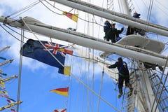 Brittiska besättningsmän för rojalist för utbildningsskepp på omslag royaltyfri bild