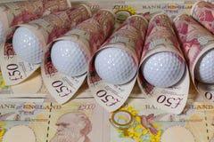 Brittiska pund och golfbollar Royaltyfri Fotografi