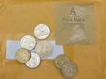Brittiska pund och stämpel Royaltyfria Bilder