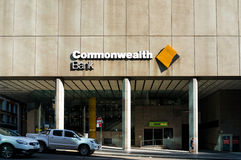 Brittiska samväldetbankfilial på den Liverpool gatan Arkivbild
