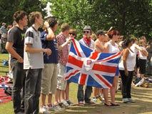 Brittiska supportrar med flaggan Arkivbilder