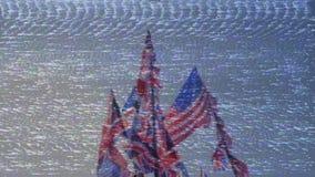 Brittiska Union Jack och amerikanska flaggan av Förenta staterna som vinkar mot blå himmel arkivfilmer