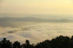 brixia nakrywkowego delle mgły Italy Lombardy messi gubernialny regionu morze Valle Zdjęcie Stock