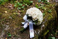 Bröllopbukett med låset Royaltyfri Foto
