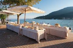 Bröllopparti på havet Arkivfoto