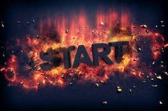 Brännande flammor och explosiva gnistor - START Arkivfoton