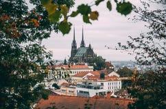 Brno oldtownpanorama på regnig dag Arkivfoto