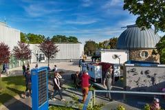 BRNO, REPÚBLICA CHECA - 11 DE MAIO DE 2017: O obervatório foi construído em 1953 e promovido em 2011 Trabalha como uma leitura e  Foto de Stock Royalty Free