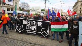 BRNO, REPÚBLICA CHECA, EL 1 DE MAYO DE 2017: Marzo de extremistas radicales, supresión de la democracia, contra la unión europea