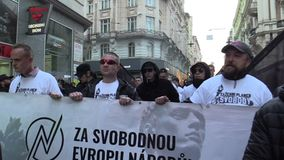 BRNO, REPÚBLICA CHECA, O 1º DE MAIO DE 2019: março de extremistas radicais, supressão da democracia, anti ativista fascista do co vídeos de arquivo