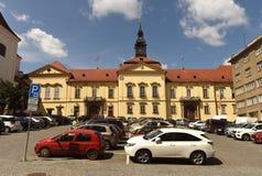 Brno, republika czech - Czerwiec 01, 2017: Parking przed Brno M Zdjęcie Stock