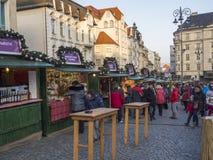 BRNO TJECKIEN, DECEMBER 14, 2018: Julmarknaden på Zelny Trh, marknadsfyrkant med ställningen stannar i Moravia royaltyfria bilder