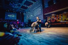 Brno Tjeckien - Februari 5th 2017: Brasiliansk dansshow av begåvade dansare Royaltyfri Foto