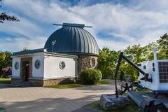 BRNO TJECKIEN - MAJ 11, 2017: Observatoriet byggdes i 1953 och förbättrades i 2011 Det fungerar som en föreläsning och en educati arkivbilder
