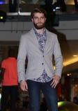 Brno, Tscheche Republik-März 20,2015: Vorbildliches Gehen auf Modeschau Lizenzfreie Stockfotografie