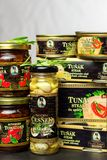 BRNO, TSCHECHISCHE REPUBLIK - 16. DEZEMBER 2017: Paprikas Kaiser Franz Josef Exclusive Canned Tuna With Lebensmittel für Feinschm Lizenzfreies Stockfoto