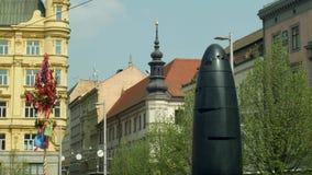 BRNO, TSJECHISCHE REPUBLIEK, 2 JANUARI, 2019: Astronomische klok moderne Brno die, mensen in vierkante, moderne cultureel aalking royalty-vrije stock afbeelding