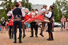 Brno, Tsjechische Republiek 25 Juni, 2017 Het Tsjechische traditionele volksdansen en het vermaak van de feesttraditie Meisjes en Royalty-vrije Stock Fotografie