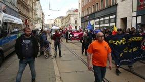 BRNO, TSJECHISCHE REPUBLIEK, 1 MEI, 2017: Maart van radicale extremisten, afschaffing van democratie, tegen de overheid van stock footage