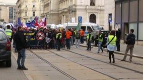 BRNO, TSJECHISCHE REPUBLIEK, 1 MEI, 2017: Maart van radicale extremisten, afschaffing van democratie, tegen de overheid van stock videobeelden