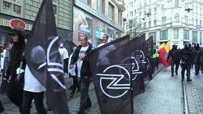 Brno, Tsjechische Republiek, 1 Mei, 2019: Maart van radicale extremisten, afschaffing van democratie, tegen de overheid van stock videobeelden