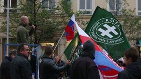BRNO, TSJECHISCHE REPUBLIEK, 17 NOVEMBER, 2016: Demonstratie van Radicale Extremisten, Afschaffing van Democratie, tegen de EU stock footage