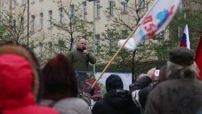 BRNO, TSJECHISCHE REPUBLIEK, 17 NOVEMBER, 2016: Demonstratie van radicale extremisten, onderdrukking van democratie Tsjechische R stock videobeelden