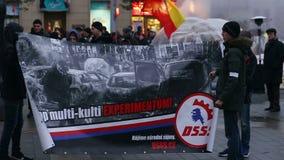 BRNO, TSJECHISCHE REPUBLIEK, 17 NOVEMBER, 2016: Maart van radicale extremisten, afschaffing van democratie, tegen de overheid stock video