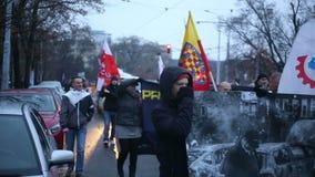 BRNO, TSJECHISCHE REPUBLIEK, 17 NOVEMBER, 2016: Maart van radicale extremisten, afschaffing van democratie en Europese Unie stock footage