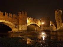 Bro över Adigen royaltyfri fotografi