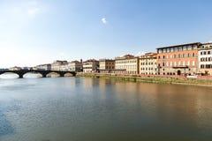 Bro över Arno River i Florence, Italien arkivbild