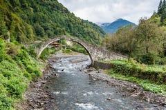 Bro över bäcken Arkivfoton