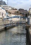 Bro över breda flodmynningen på Puerto de Mogan på Gran Ccanaria Arkivbilder