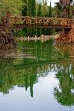 bro över damm s sama Royaltyfri Bild