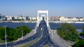 Bro över Danube River Arkivfoto