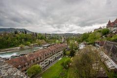 Bro över den Aare floden i Bern Arkivbild