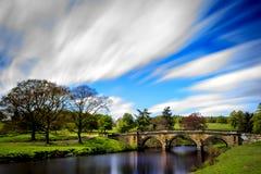Bro över den Derwent floden arkivfoto