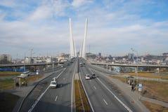 Bro över den guld- horn- fjärden Stad Vladivostok Fotografering för Bildbyråer