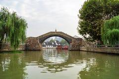 Bro över den kinesiska kanalen Royaltyfria Foton