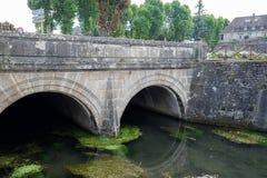 Bro över den LaBouzaise floden, Beaune, CÃ'te-d'Or, Bourgogne (Bourgogne), Frankrike Royaltyfri Foto