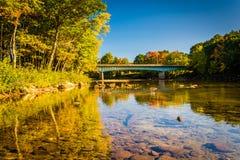 Bro över den Saco floden i Conway, New Hampshire Fotografering för Bildbyråer