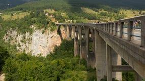 Bro över den Tara floden i Montenegro Fotografering för Bildbyråer
