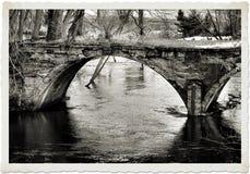 Bro över det stenigt Arkivbild
