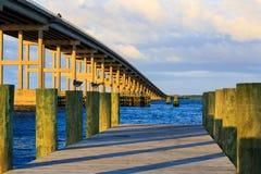 Bro över fjärden på solnedgången i södra Nag& x27; s-huvud Royaltyfria Foton