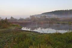 bro över floden Royaltyfria Bilder