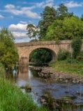 Bro över floden Derwent, England, UK arkivfoto