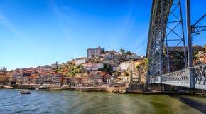 Bro över floden Douro i historiska Porto Royaltyfria Bilder
