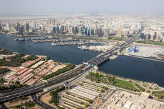 Bro över floden i Dubai Royaltyfri Fotografi