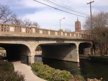 bro över floden i San Antonio, Texas Royaltyfri Foto